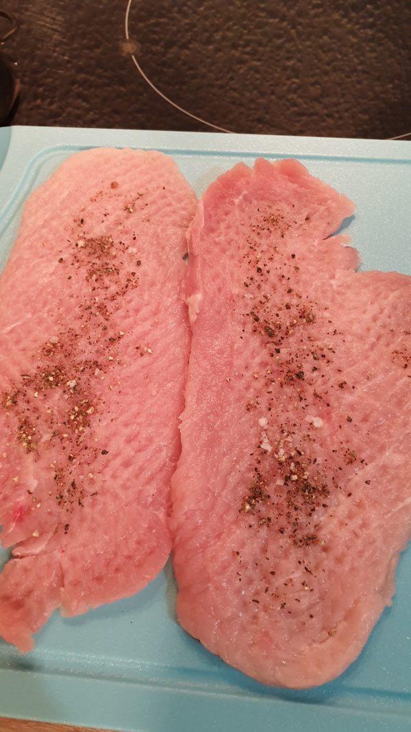 Schnweineschnitzel Klopfen und würzen